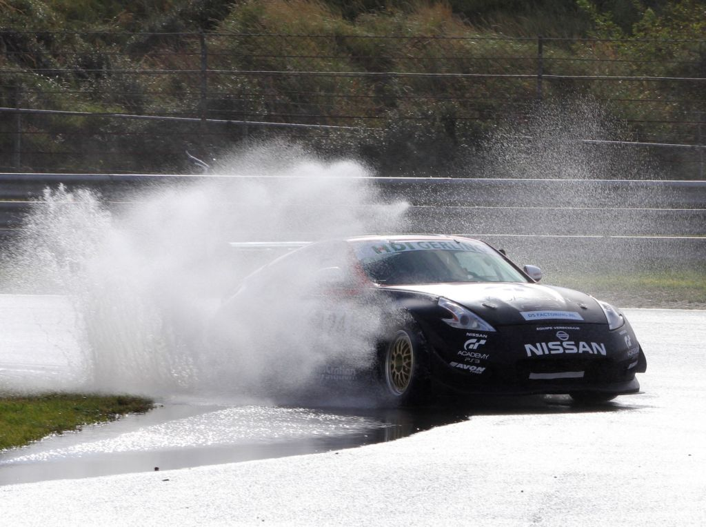 Nissan 370Z op circuit