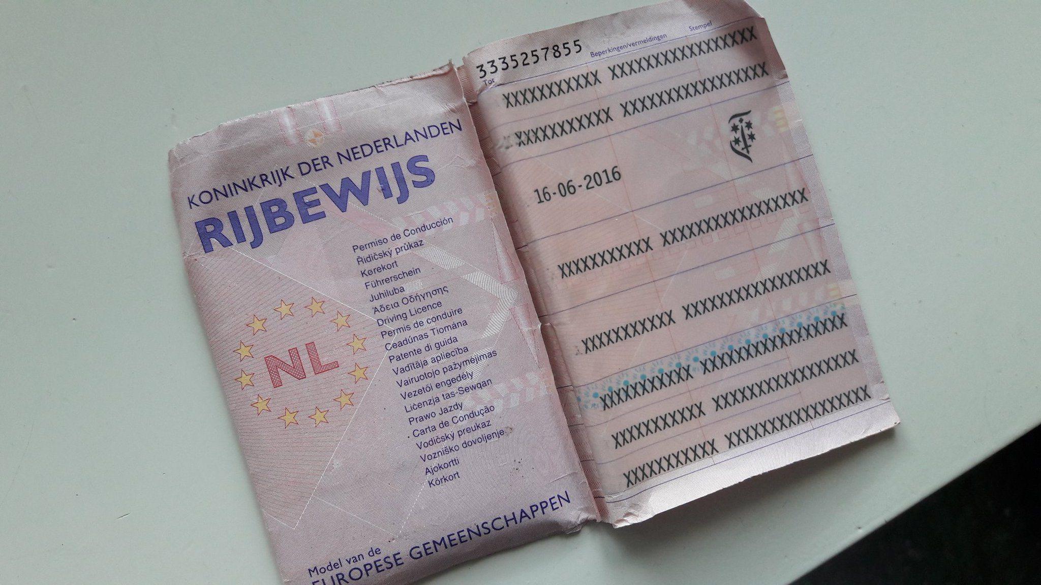 Het oude papieren rijbewijs